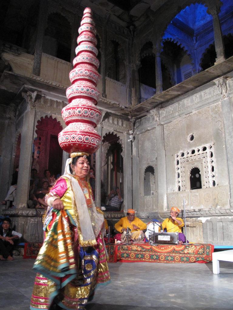 31_udaipur_dance_jugs