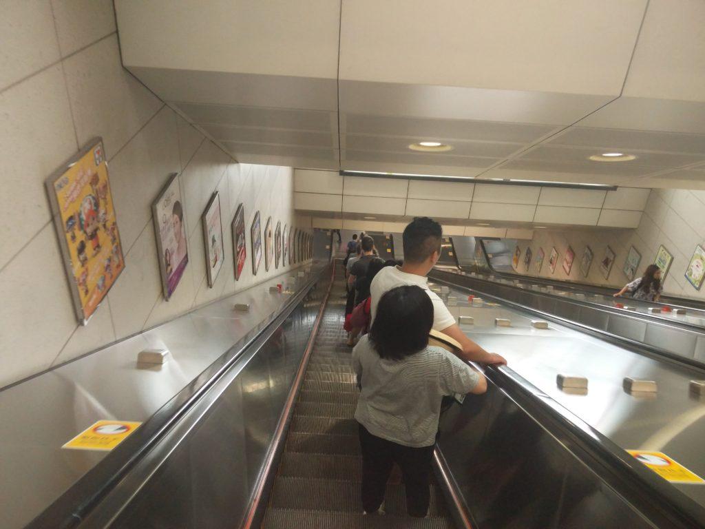 23_polite_escalator