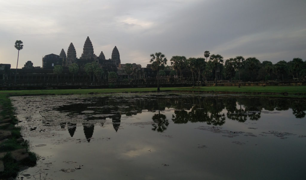 41_angkor_sunrise_pool