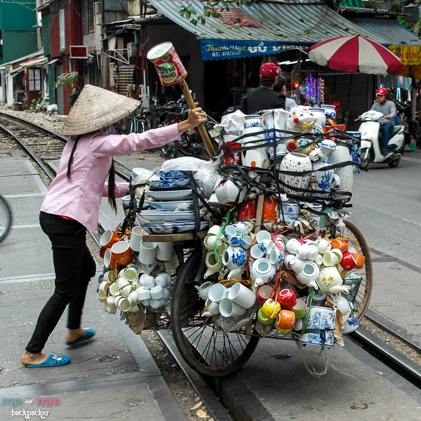 Crockery_Shop_on_a_bike_in_Vietnam